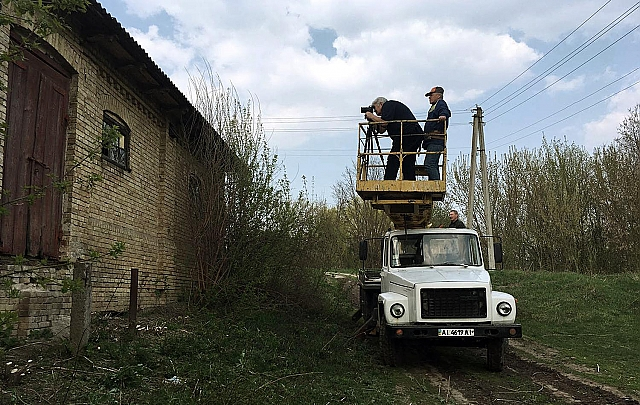 Sergey Melnikoff at work in the village of Velyki Prizki | Photo by the National News Agency of Ukraine